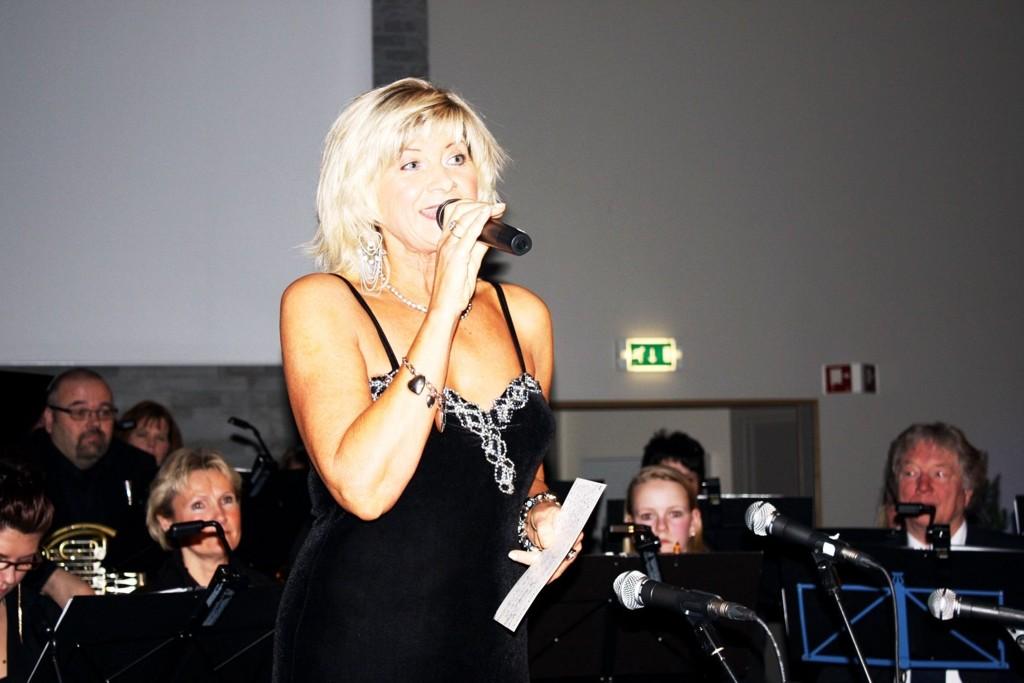 FOR ALLE SANSER: Kari Gjærum med musikere inviterer til intim og stemningsfull Lucia- og julekonsert på tirsdag.  ARKIVFOTO