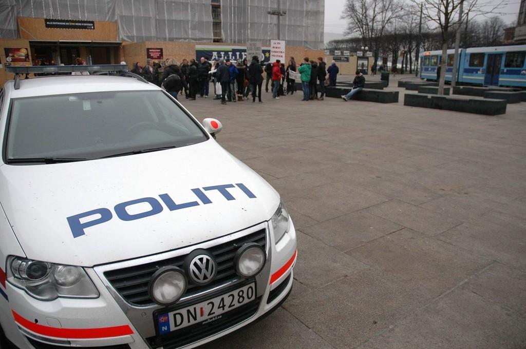 AVVISER KRITIKKEN: Politiet avviser at de jager narkomane på «Plata». Likevel har de ilagt 2932 bortvisninger på bare tre måneder.