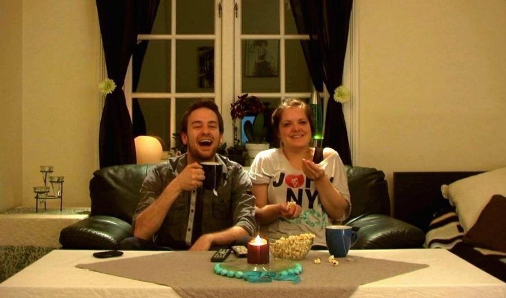 EVENTYR: Øyvind Furuhatt og kjæresten Trine C. Lind i videoen som kan sende ham fire kilometer under havoverflaten.