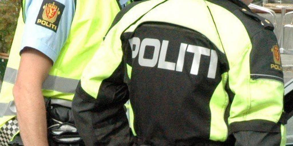 28-åringen må møte i Oslo tingrett tiltalt for grove trusler mot politibetjenter.
