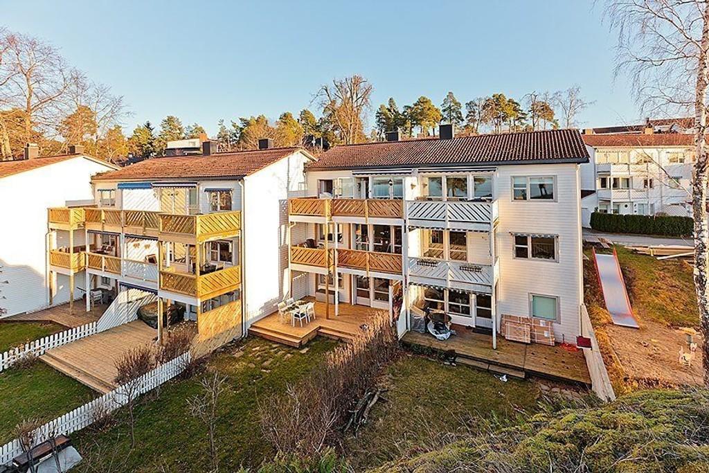 HETT: Boligmarkedet er fortsatt hett etter en kort julepause. En 100 kvadratmeter stor rekkehusleilighet i Herregårdsveien 117a ble i dag solgt for fem millioner.
