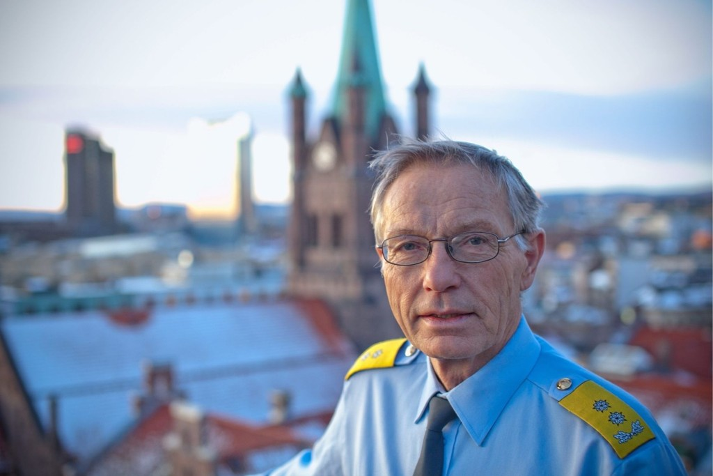 STRATEGEN: Oslos politimester, Anstein Gjengedal, kan se utover hovedstaden fra terrassen i syvende etasje på Politihuset. Kampen mot kriminalitet tar aldri pause og politimesteren må veie mange hensyn opp mot hverandre i utøvelsen av sin jobb.