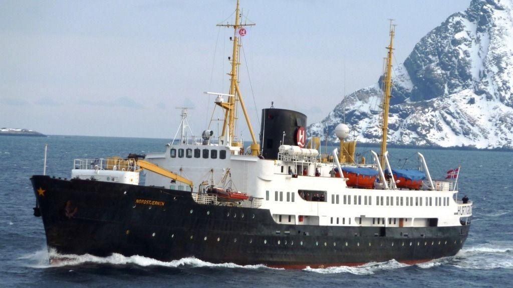«MS Nordstjernen» skal pensjoneres fra hurtigrutetrafikken, nå satser selskapet på å selge det fredede skipet.