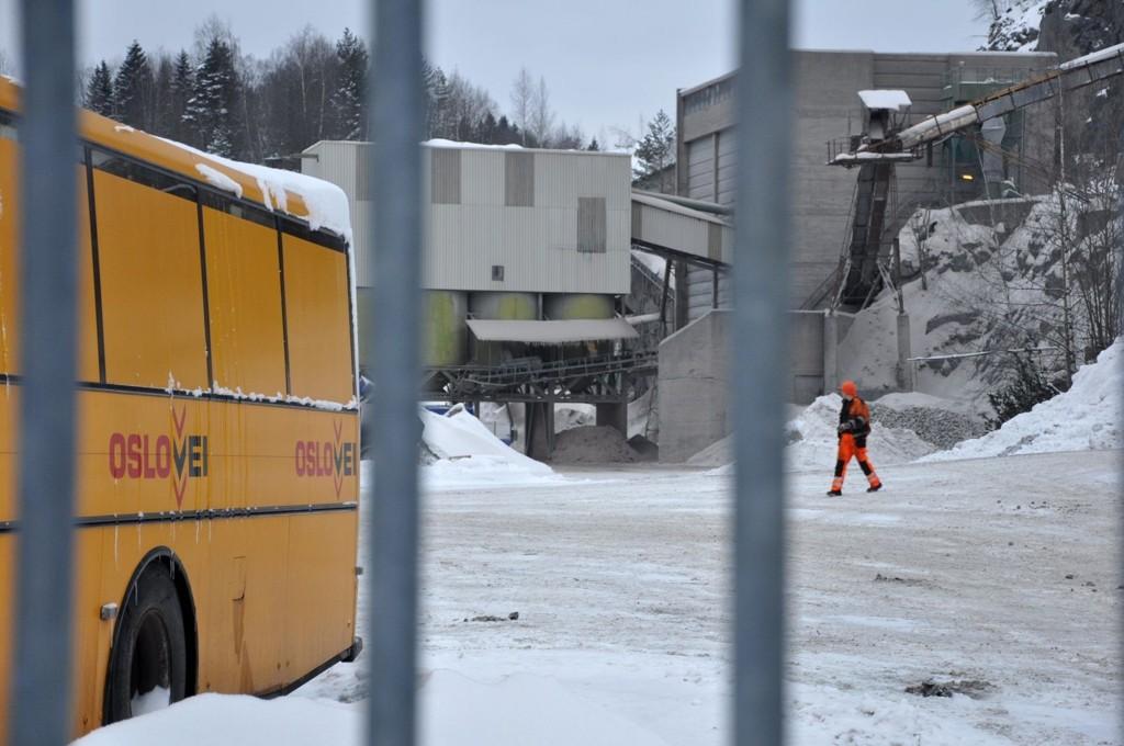 Huken pukk- og asfaltverks eier Oslo Vei AS er nå nok en gang havnet i politiets søkelys, som har gjenopptatt etterforskningen av mulige lovbrudd.