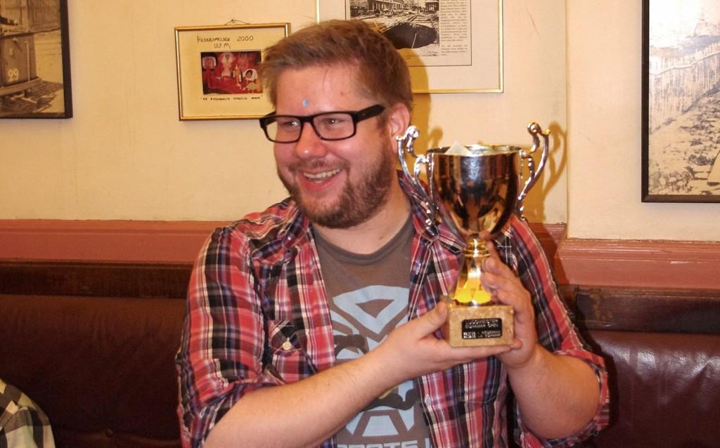 Ludo-mester: Anders Hansen tok ludo-pokalen på Valka denne gangen! Ludo-turneringen er en årlig begivenhet.