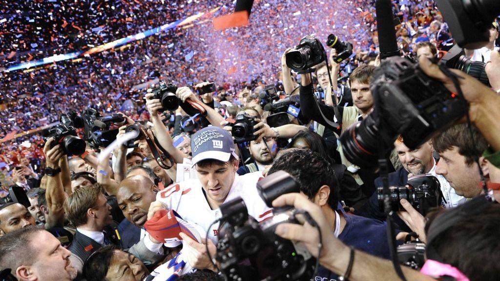 Quarterback Eli Manning i New York Giants er med å skape stor trafikk til Twitter.