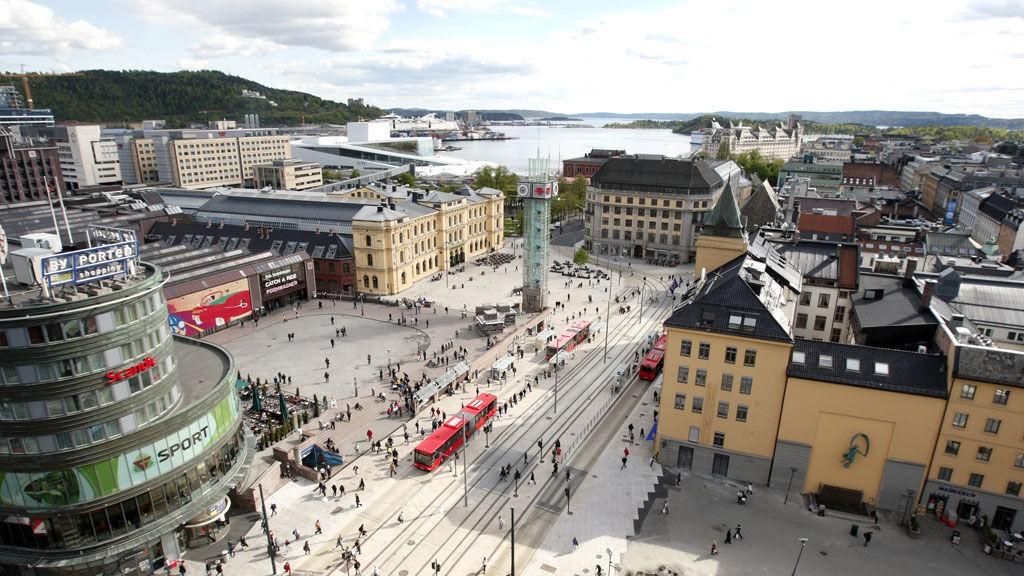 Oslo S stenger for trafikk fra lørdag til mandag. Dermed på passasjerene belage seg på buss for tog.