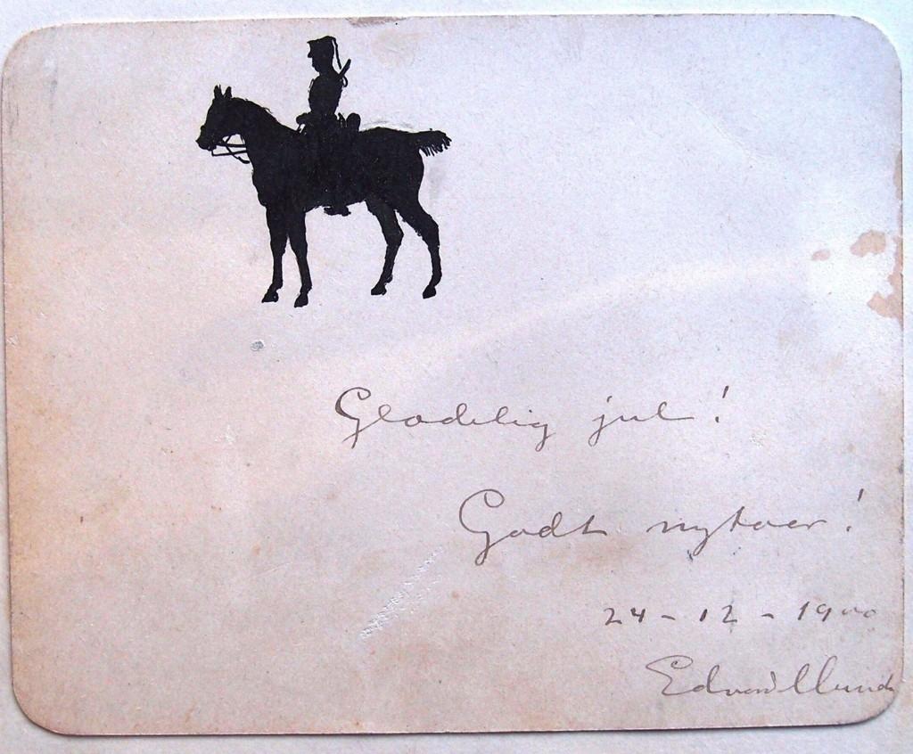 HILSEN MUNCH: Kortet er signert julaften i 1900 med ønske om en gledelig jul og nyttår. Tegningen er original og viser rittmester Jørgen Henschien til hest.
