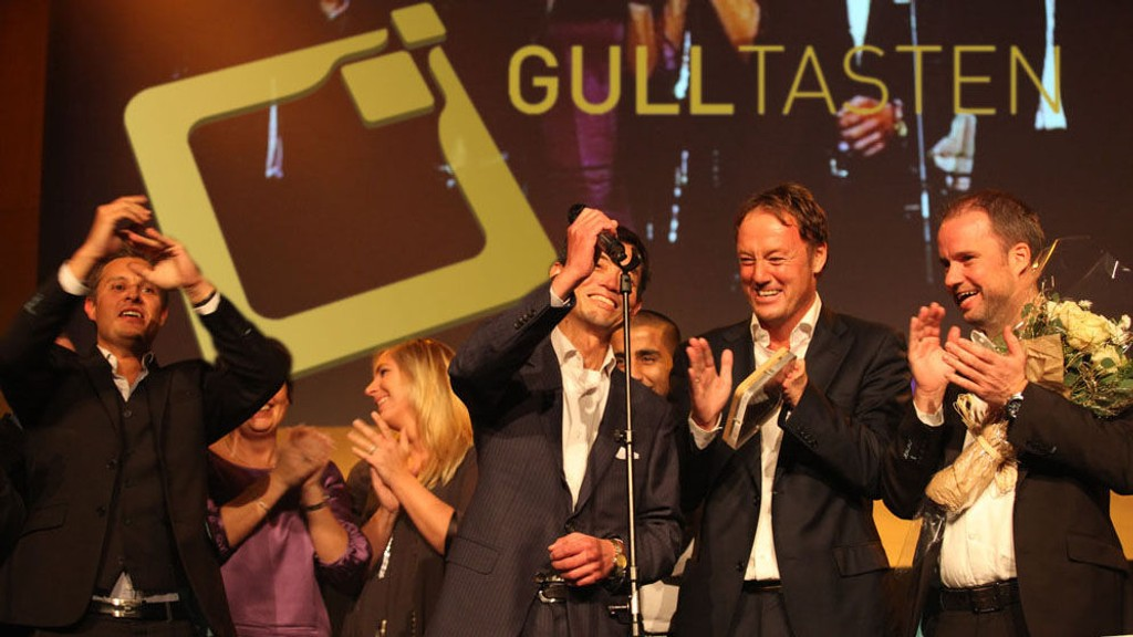 Representanter for Samsung mottar prisen Årets mobil 2011 for kritikerfavoritten Galaxy S II.