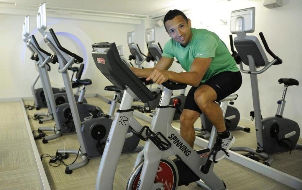 UTHOLDENHET: Tre løpeturer på en mil er vanlig i en treningsuke for Adrian Paul.