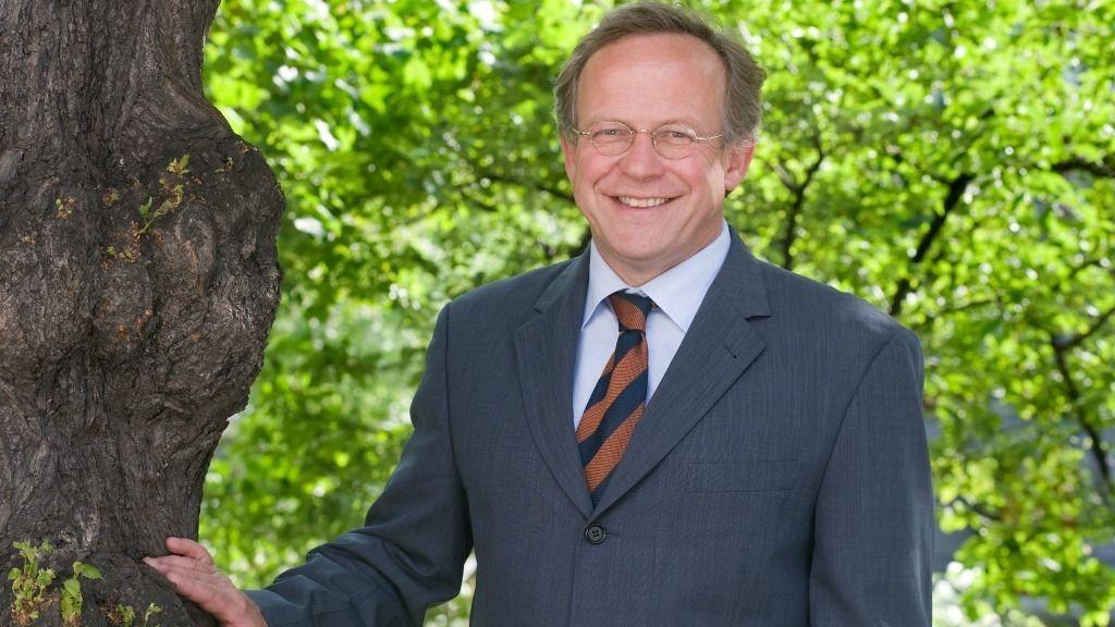 FORMANN: Ingen ringere enn landbruks- og matminister Lars Peder Brekk leder juryen i kåringen av årets unge bonde 2011.