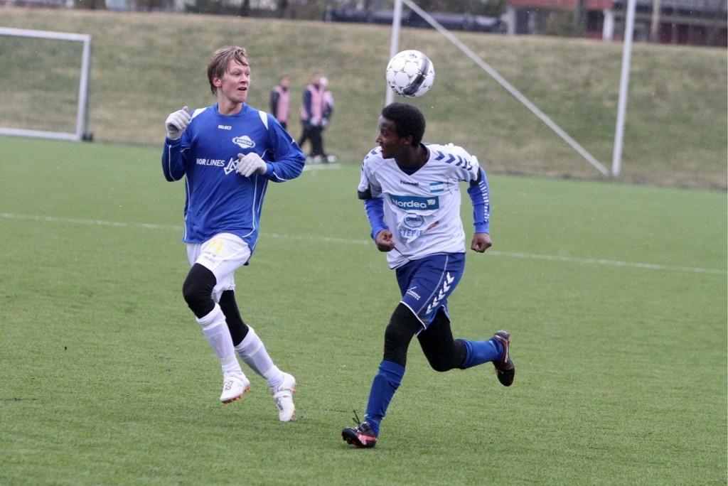 Ikke NIFs dag: Omar Getomasay og NIF hadde ikke dagen mot Borgar i cupkampen i Sarpsborg.