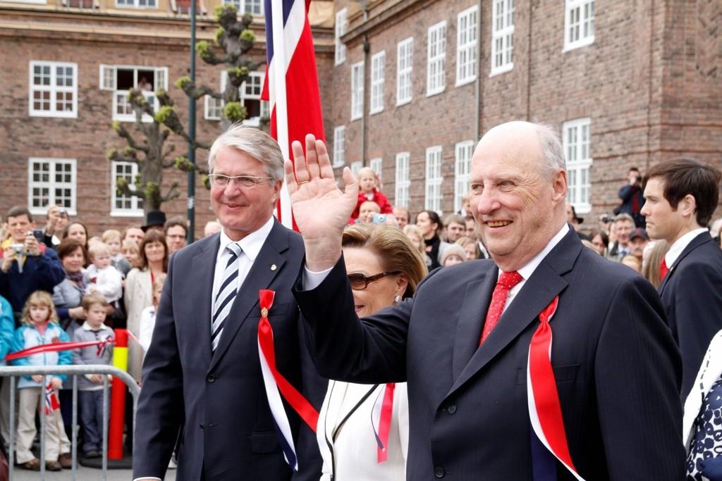 KONGEN KOMMER: Mandag blir Kong Harald å treffe på Grorud, neste mandag på Furuset.