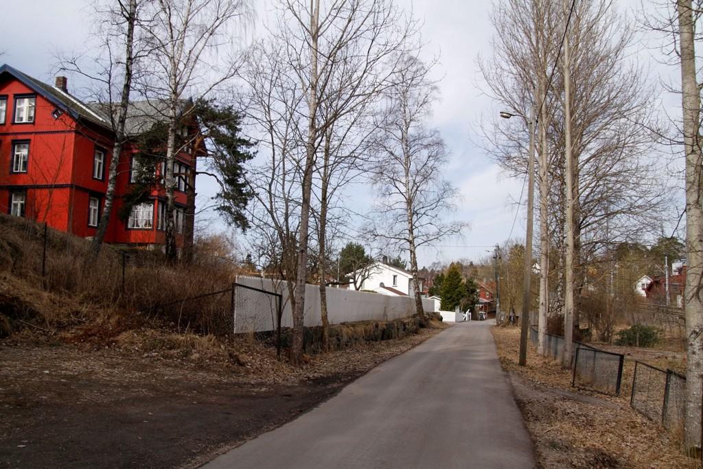 ÅSTED: Overfallsvoldtekten skjedde her ved Fjellklangveien 5. Politiet har ingen mistenkte i saken og ønsker kontakt med vitner.