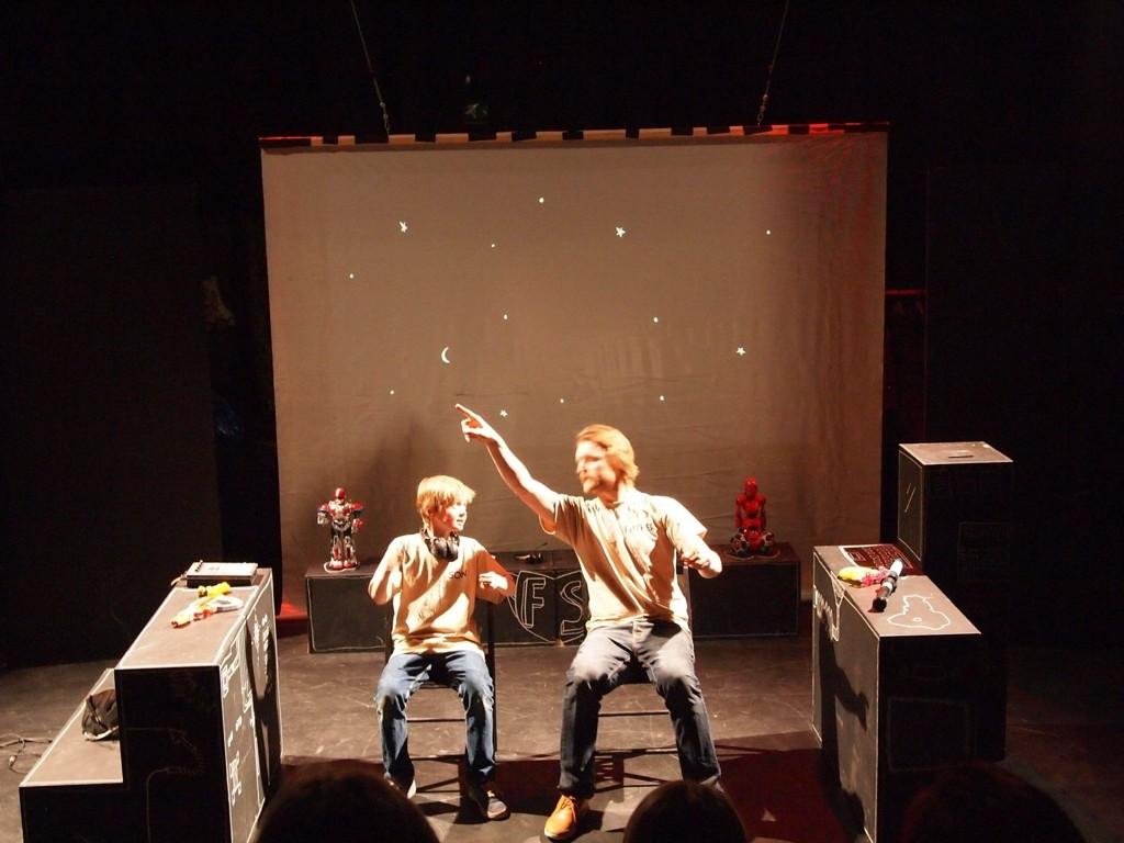 SAMMEN: Simon Mørland (12) og faren Nils Petter Mørland (fra Nordberg) spiller sammen i «Father & Son in the 24th Century».