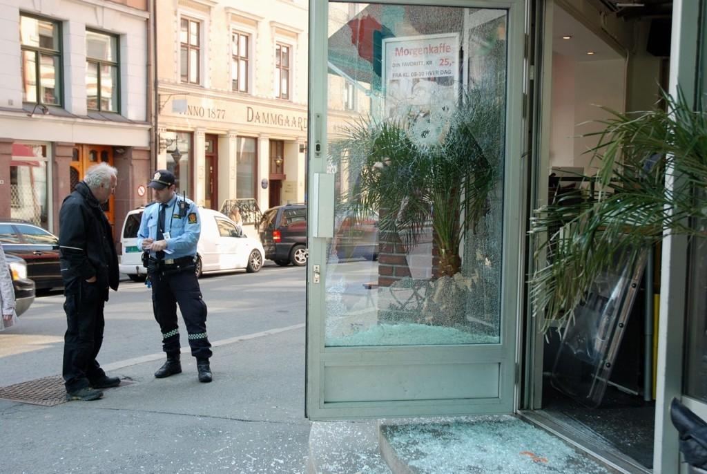 TRUET: Ansatte på Bagel and Juice i Prinsens gate ble truet av tyv med hammer fredag formiddag.