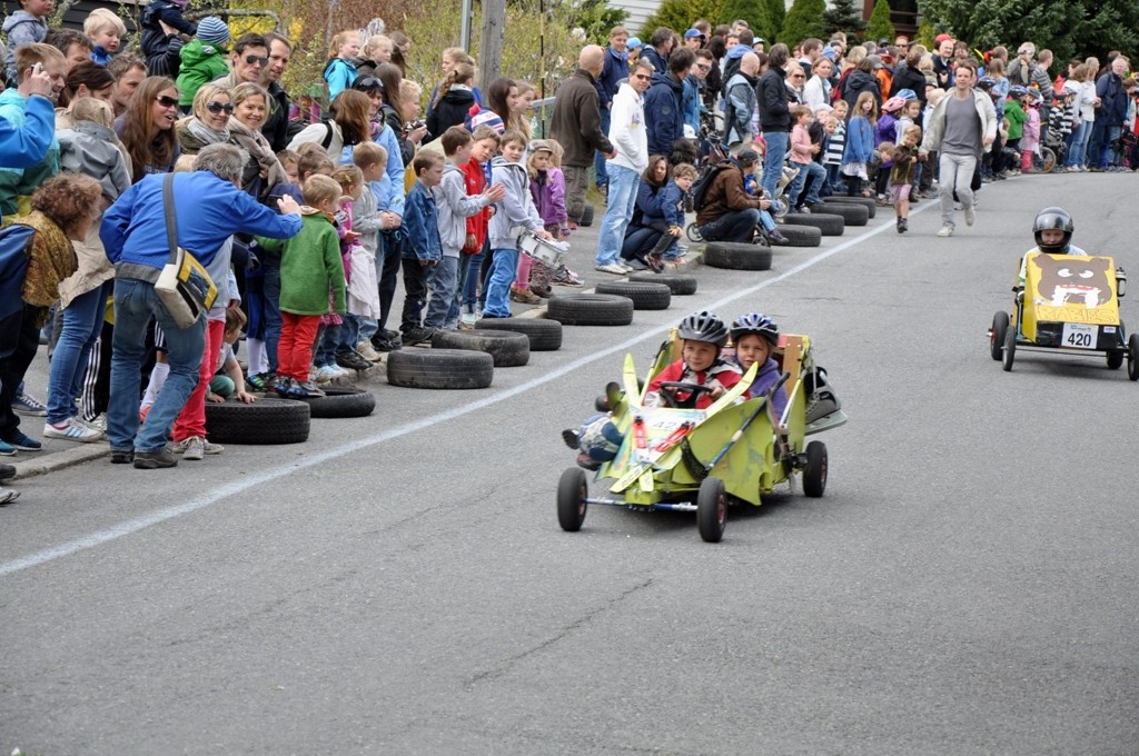 FULL FRES: Det var bra deltagelse søndag, da Nordberg Grand Prix inntok gatene med olabilløp.