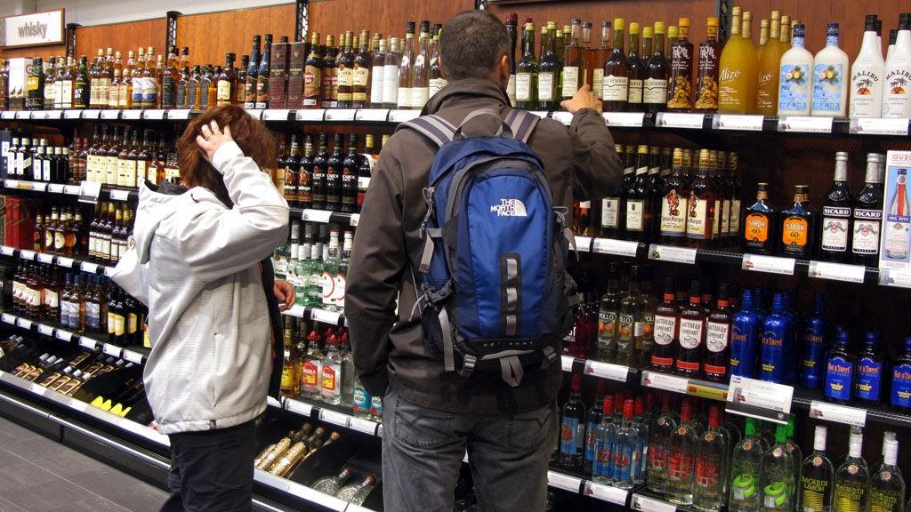 Valgets kvaler: Prisene på alkoholvarer gjør store byks både opp og ned.