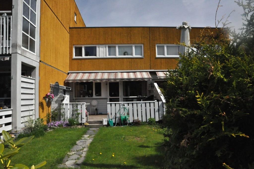 Rekord: Denne rekkehusleiligheten over to plan i Heggen borettslag på Lindeberg ble nylig solgt for 3,3 millioner kroner, hele 700.000 kroner over takst.