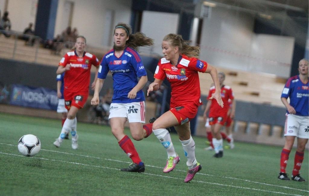 På hugget: Lene Mykjåland var bra mot Vålerenga, og scoret to mål i 4-1 seieren i Vallhall Arena.