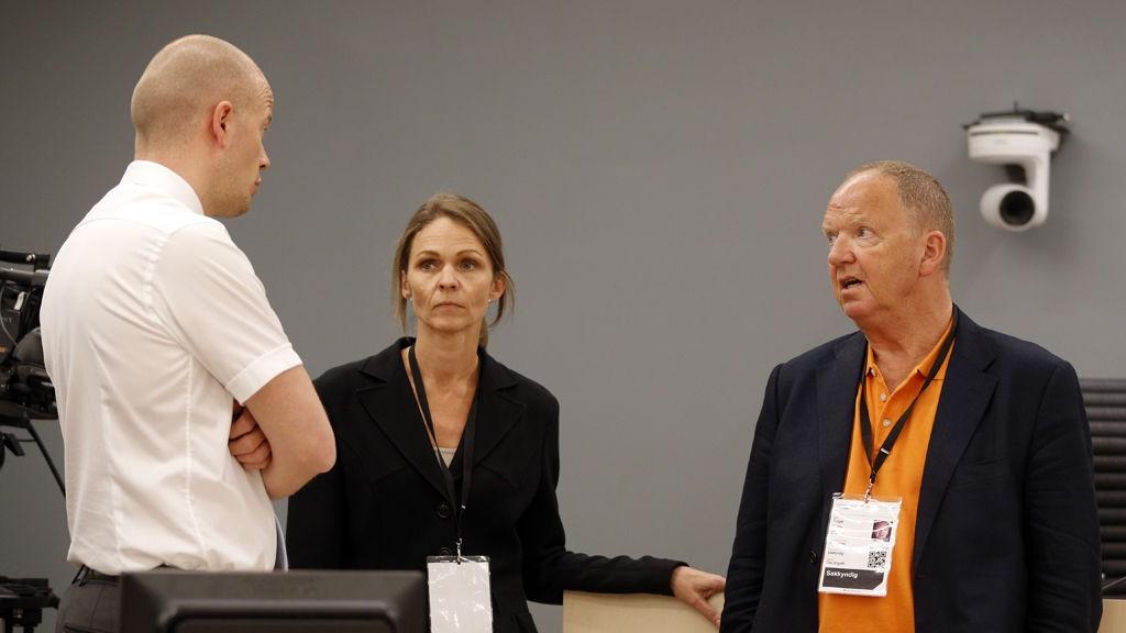 Anders Behring Breivik i Oslo tingrett 2012. Statsadvokat Svein Holden (t.v.), rettspsykiater Synne Sørheim og rettspsykiater Torgeir Husby