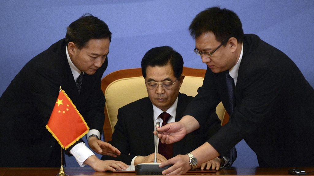 Den kinesiske presidenten Hu Jintao drar til Danmark med milliarder, men Norge blir oversett. Her fra et møte i Cooperation Organization (SCO), 7 juni i år.
