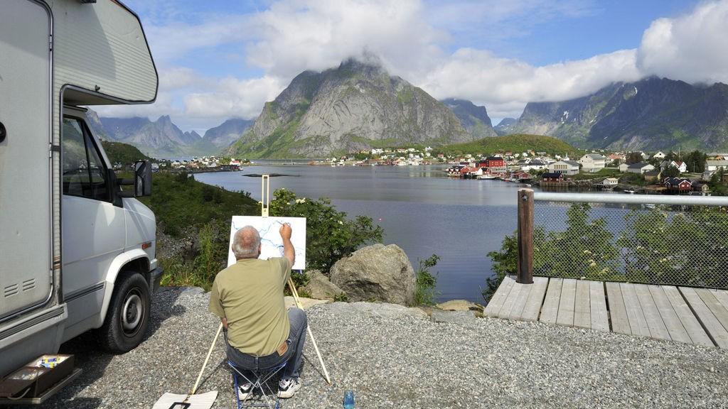 Parker på et sted med god utsikt og ta tiden til hjelp. Bare slik får du sett det virkelige Norge.