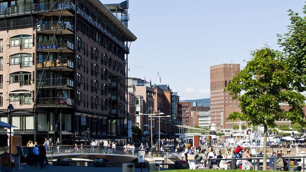 VENTER STORE FOLKEMENGDER: Tilreisende og Oslo-borgere oppfordres til å bruke kollektivtrafikken ved 22. juli markeringen.