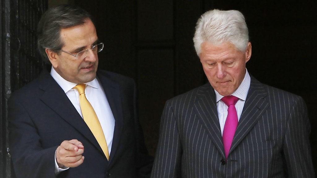 Bill Clinton (t.h.) kom på besøk for å snakke business med den greske statsministeren, men han fikk dystre spådommer.