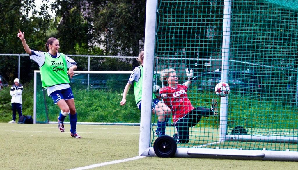 Natalia Golofit jubler idet ballen går over streken. Gøril Ekholts pasning i bakrom spratt over keeperen, og Nordstrand vant med det 3-1.