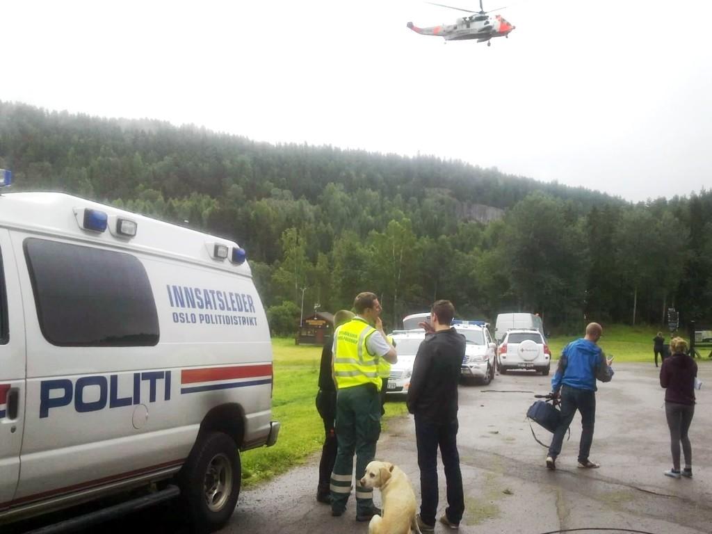 Politiets helikopter ved Skullerud.