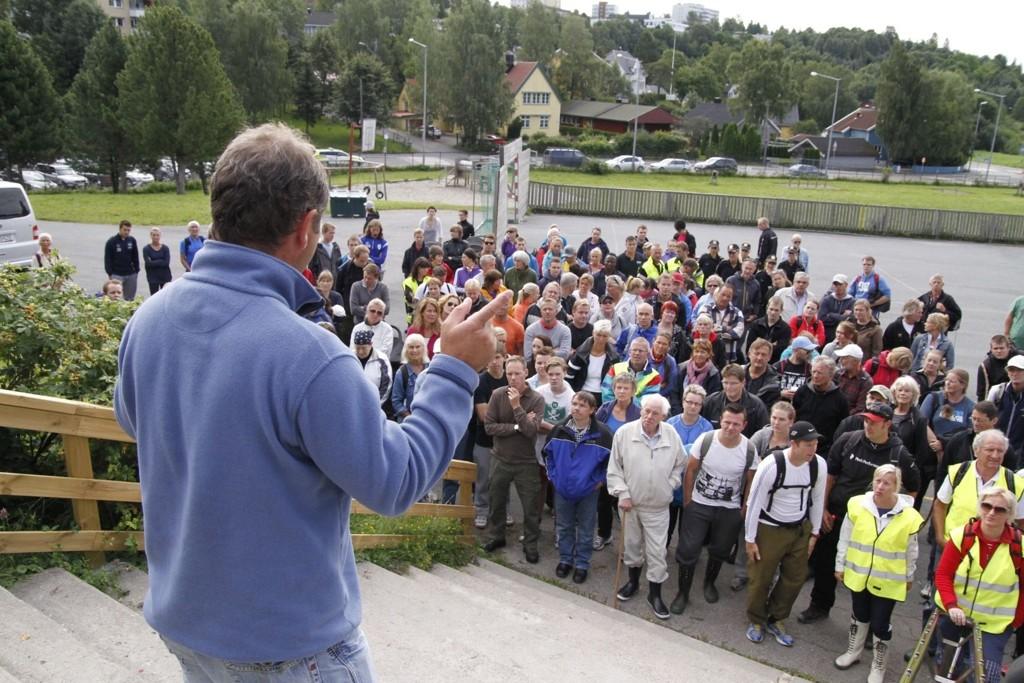 Mer enn 100 frivillige samlet seg og hørte Bengt Eriksen si at det fortsatt er håp om å finne savnde Sigrid.