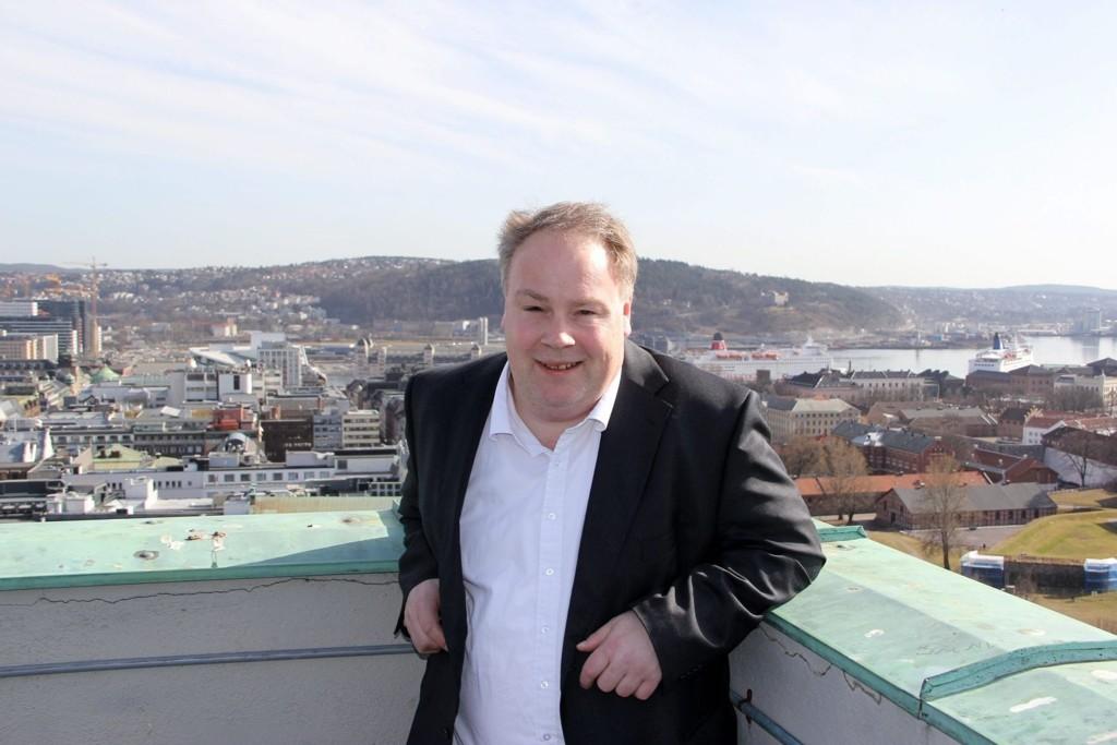 LETTET: Byråd Bård Folke Fredriksen er opptatt av å ta vare på den blågrønne rammen Nordstrandskråningen gir Oslo.