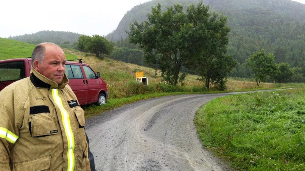 Redningsmannskap kom etterhvert fram til området hvor et småfly havarerte fredag ettermiddag. Det var dårlig vær med lavt skydekke da et tyskregistrert flyet med 3 personer ombord traff en en fjellside på østsiden av Sørvatnet i Bjugn kommune.