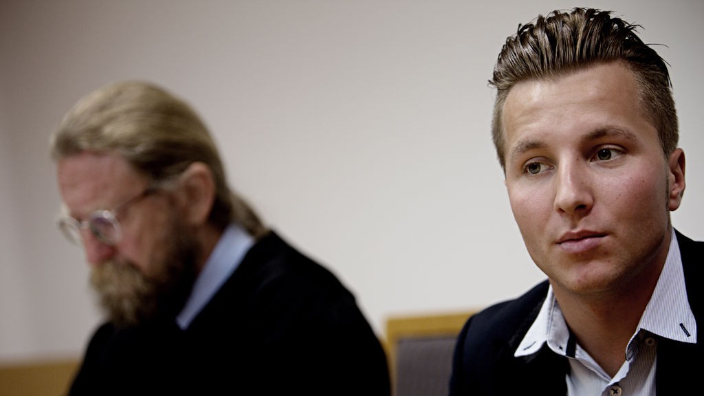 AUF-politiker og Utøya-overlevende, Adrian Pracon, sammen med sin forsvarer Bjørn Nærum møtte i Oslo tingrett onsdag.