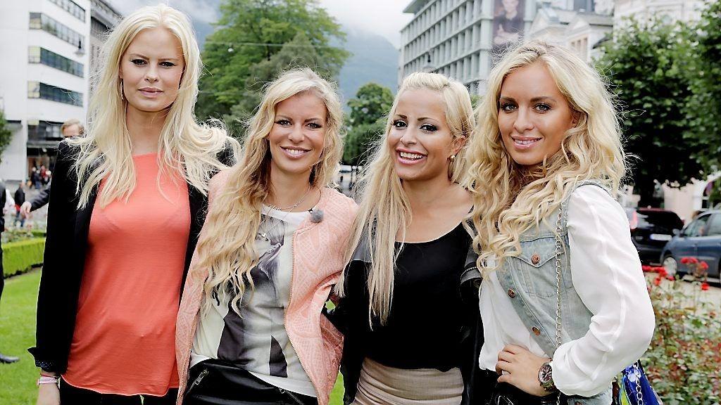 TIGERSTADEN: Therese Haugsnes (f.v.), Mari Haugersveen, Linni Meister og Carina Dahl er atter klare for TV-skjermen med sin nye doku-såpe.