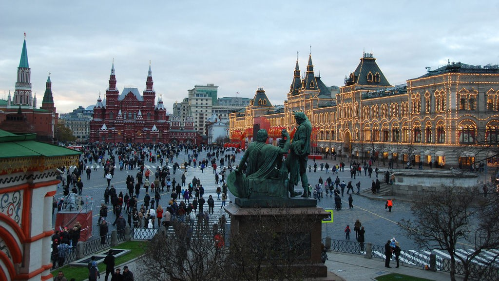 Russlands avhengighet av olje og eldrebølgen kan bli dets undergang, melder russisk avis.