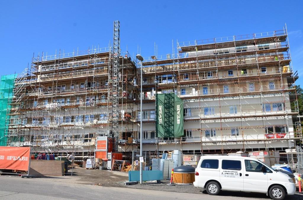 SKULLERUD TORG: Byggingen pågår for fullt. Alt skal være ferdig til høsten 2013.