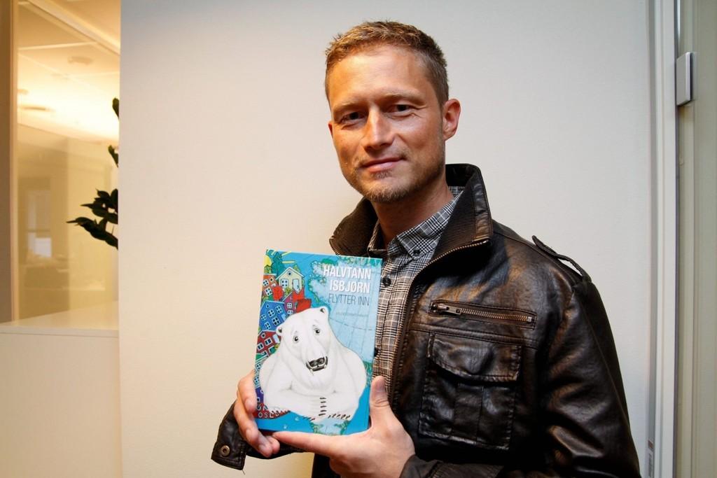FORFATTER: Erlend Hansen fra Nordstrand er nå ute med den andre boken om Halvtann Isbjørn.