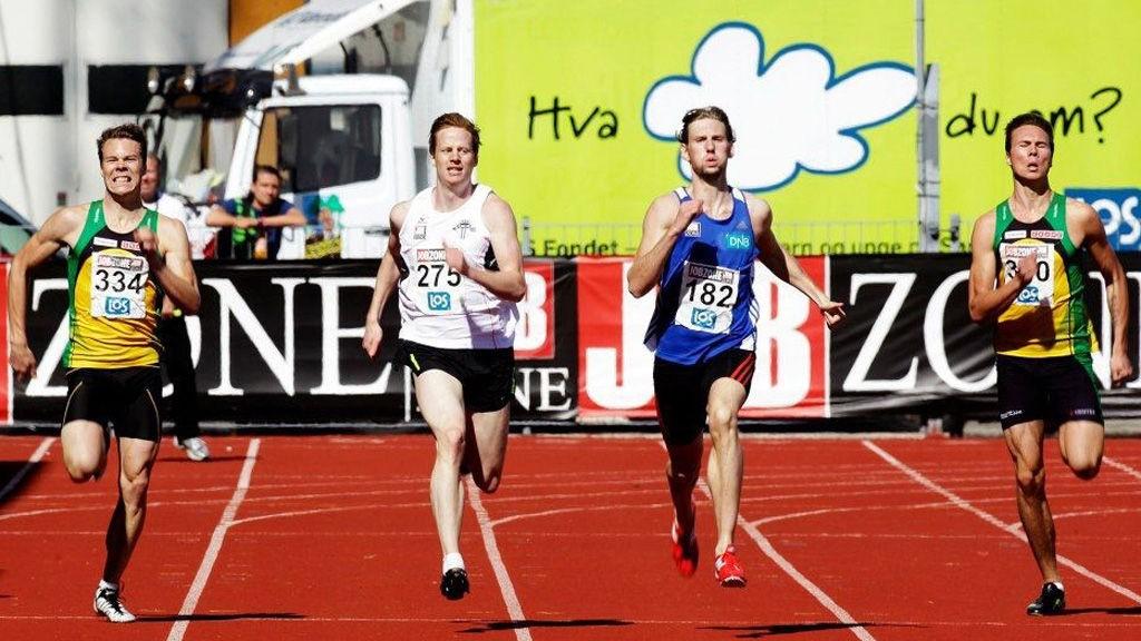 Alexander Dahlstrøm Winger (i hvitt) tok NM-sølv på 400 meter. Vinneren, Thomas Roth (t.v.) spurtet inn til 47,93 på de siste metrene.