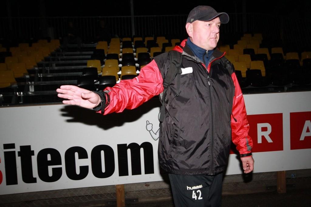 EN SKAMPLETT: Lyn-trener Finn Bredo Olsen var lite fornøyd med både serietapet mot Bærum 2, og enda mindre fornøyd med Lyns andre røde kort i en kamp de taper.