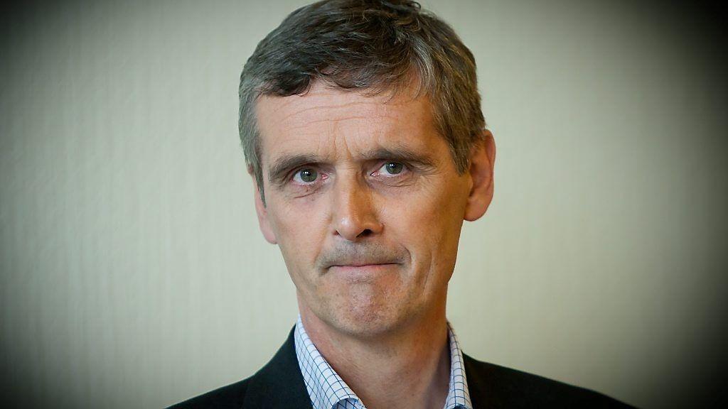 Hans-Tore Bjerkaas (61) begynte i stillingen som kringkastingssjef 19. mars 2007 og er ansatt i et åremål på seks år.