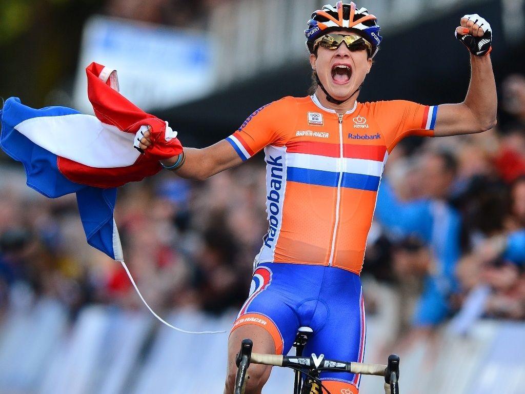 VANT PÅ HJEMMEBANE: Etter fem VM-sølv ble det endelig gull for Marianne Vos.