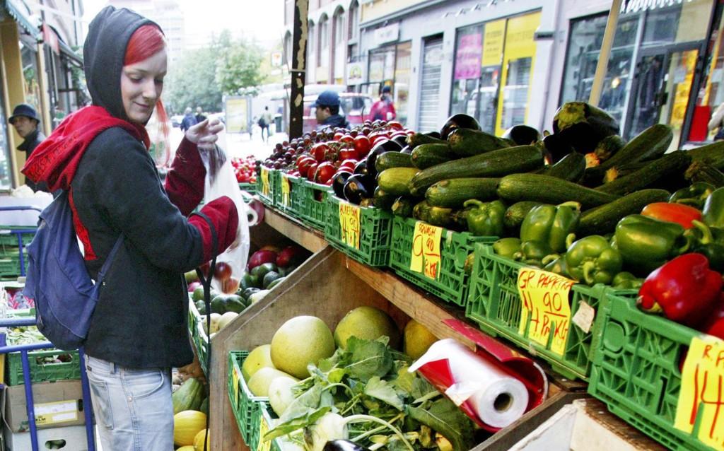 Mange sanser bør tas i bruk når man handler frukt og grønt.