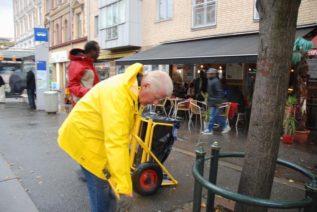 NYTTIG JOBB: Carl I. Hagens (Frp) innsats som søppelplukker vakte stor oppmerksomhet på Grønland.