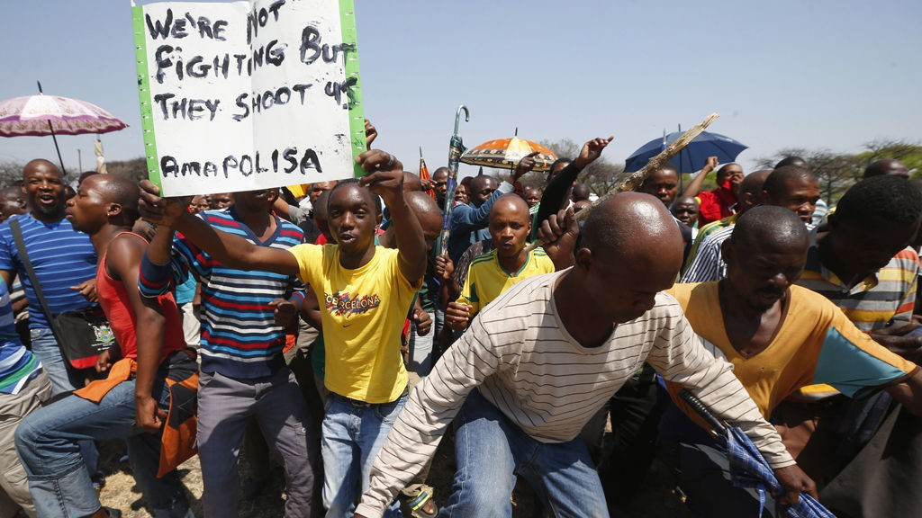 Striking platinum miners march near the Anglo-American Platinum (AMPLATS) mine near Rustenburg in South Africa's North West Province, October 5, 2012. World no. 1 platinum producer AMPLATS said on Friday it had fired 12,000 workers taking part in a three-week illegal strike, following through on tough talk against the wildcat stoppages in South Africa's mines.