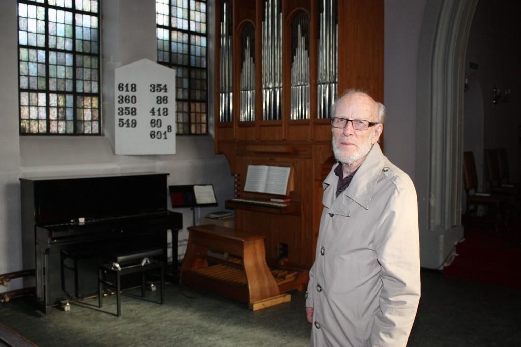NYTT: For omkring 35 år siden ledet Tor Holtan-Hartwig «Orgelpipens Venner», og nå er han igang igjen. Pengene fra den gang har han stadig. Summen er nå over en million kroner.