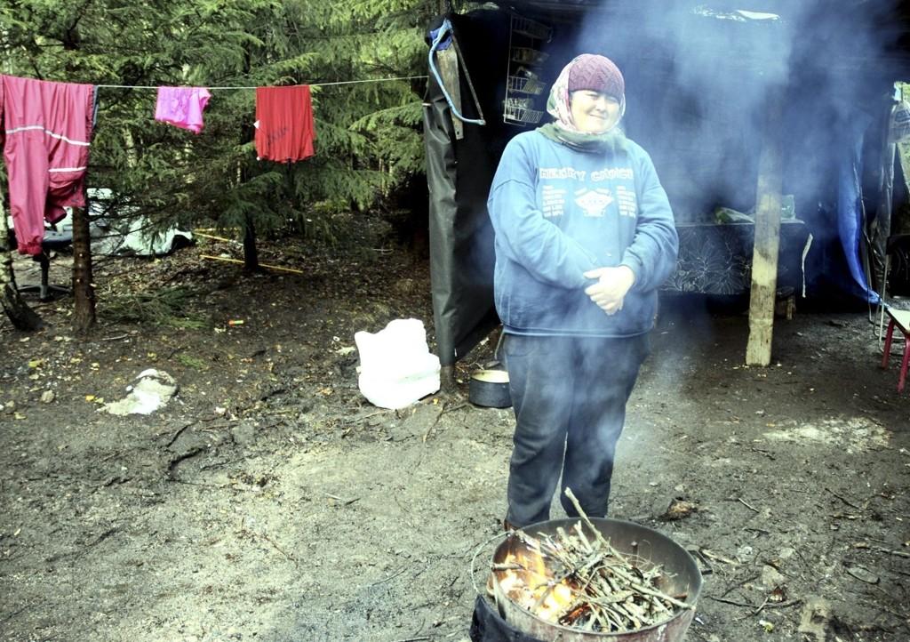 Maria Ionesco har bodd inne i skogen i tre måneder, og er usikker på hva framtida vil bringer.