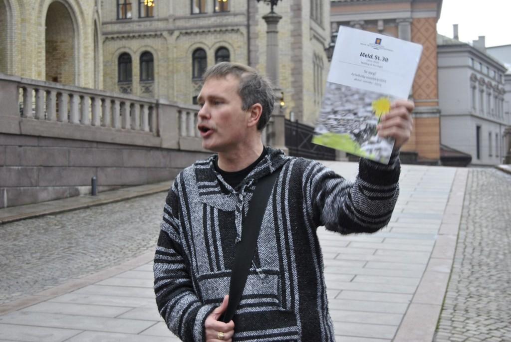 VIL BLI HØRT: Oslos rusavhengige leverte i dag tilbake stortingsmeldingen «Se meg!». Nå krever de å bli hørt. Her ved Arild Knutsen i Foreningen for human narkotikapolitikk. FOTO: MARIA INGOLFSDATTER RANDAL
