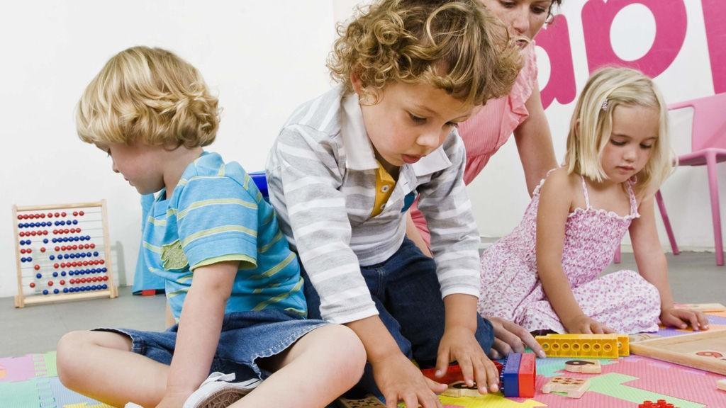 FORELDRE LANDET OVER er bekymret over kutt i bemanningen som er varslet i barnehagene.